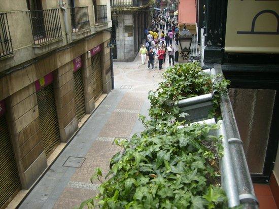 Bilborooms: Pequeño balcón con vistas