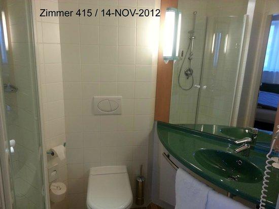 Ibis Innsbruck: Nasszelle des Zimmers 415