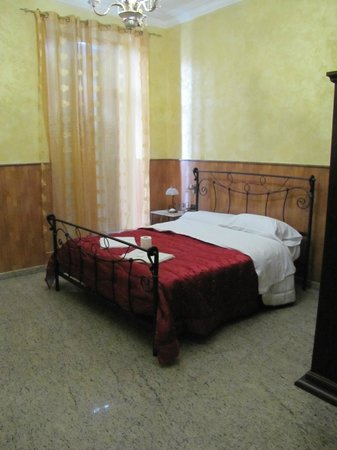 Hotel Mignon : Double bed
