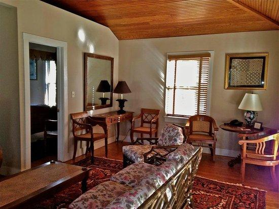 1708 House: Cozy Cabana Cottage