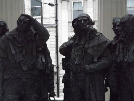 Bomber Command Memorial: Bomber Command, the aircrew statues