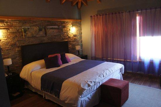 Hosteria El Coiron: cama matrimonial en  hab. triple