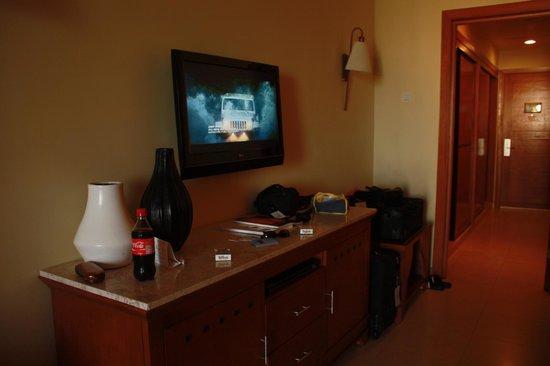 Iberostar Rose Hall Suites: Flat screen