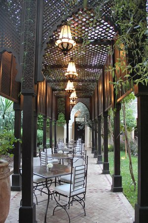 La Villa des Orangers - Hotel:                   Restaurant outdoor
