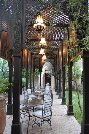 La Villa des Orangers - Hôtel:                   Restaurant outdoor