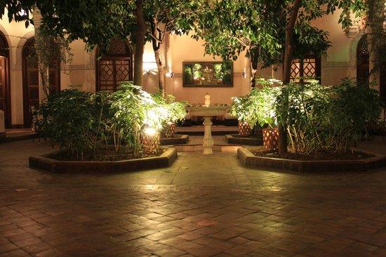 La Villa des Orangers:                   Fountain