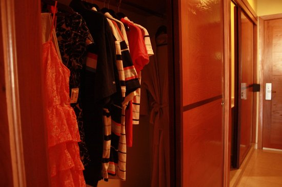 Iberostar Rose Hall Suites: Nice Size closet