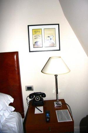 Hotel Amigo:                   tin tin