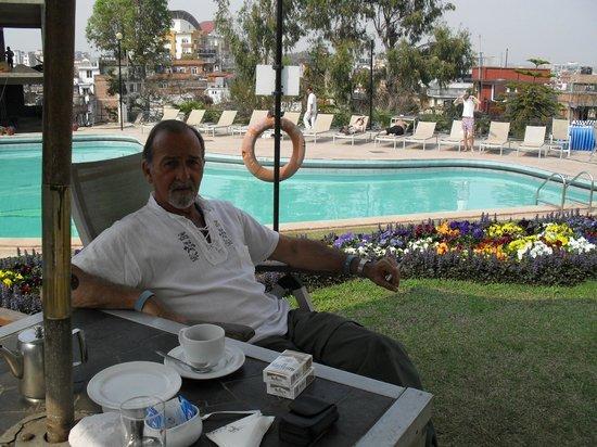 Hotel Himalaya: Pileta del hotel, frio en marzo