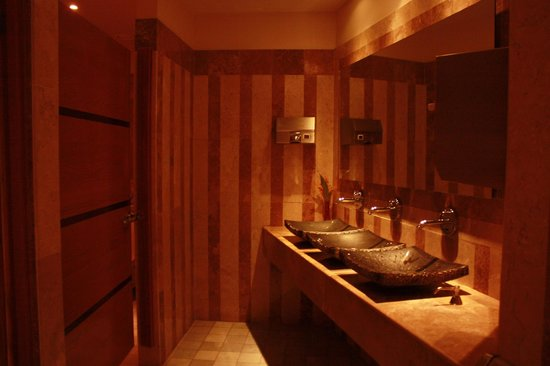 Iberostar Rose Hall Suites: Bathroom in lobby