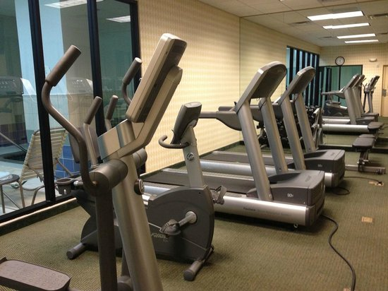 Courtyard St. Petersburg Downtown: Exercise Room