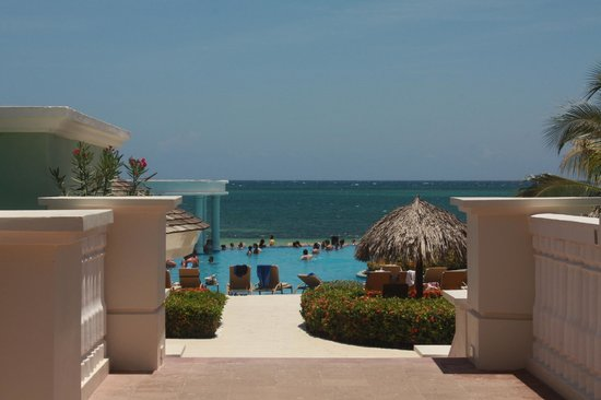Iberostar Rose Hall Suites: View of pool
