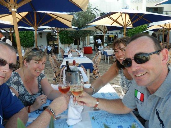 L'olivier Restaurant - Pizzeria : View into the restaurant