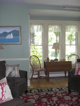 White Cedar Inn Bed and Breakfast: guest lounge