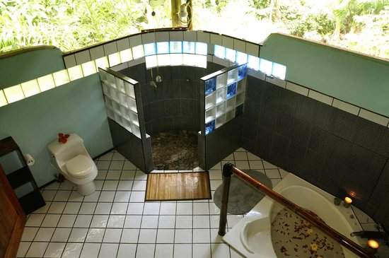Liquid Magic Surf Resort: King Bungalow Bathroom