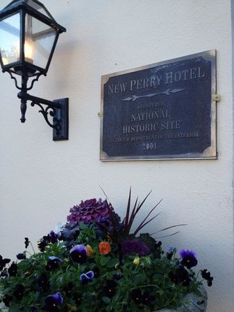 historic New Perry Hotel