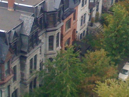 Sofitel Montreal Golden Mile: Petite rue sympa à côté de l hotel