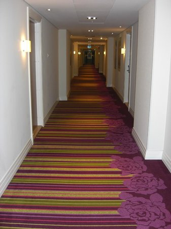 Renaissance Malmo Hotel: funky carpet in the corridor