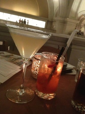 Members Dining Room: Drinks first, at the bar overlooking the musuem lobby. Live classical music