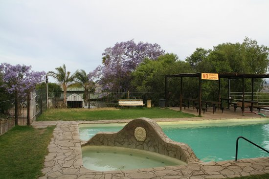 Warmwaterberg Spa: warme und kalte Pools