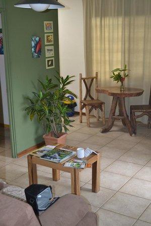 Pura Vida Hotel :                   living area in the rainforest room