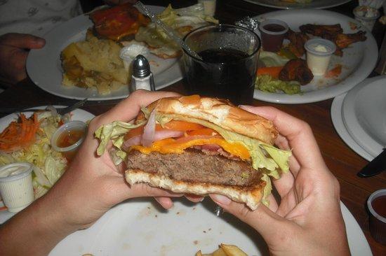 Kahuna's Restaurant and Bar: KAHUNA BURGER