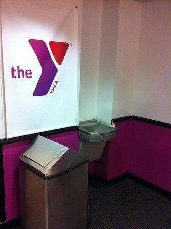 The Vanderbilt YMCA: Sortie couloir