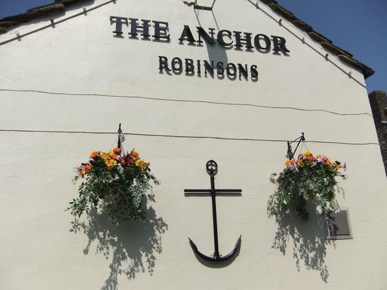 The Anchor Inn: End wall in summer