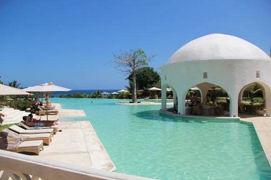 Swahili Beach Resort:                   pool with breathtaking ocean views