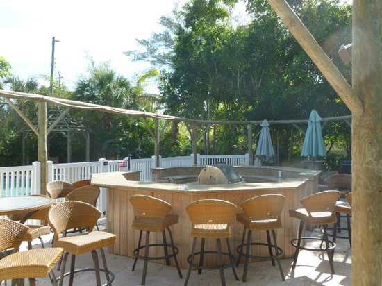 Anna Maria Island Beach Resort:                   Grill area