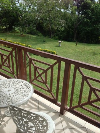Elephant Lake Hotel : Balcony and view out to the gardens