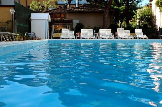 Piscina picture of hotel roma cervia tripadvisor - Hotel piscina roma ...