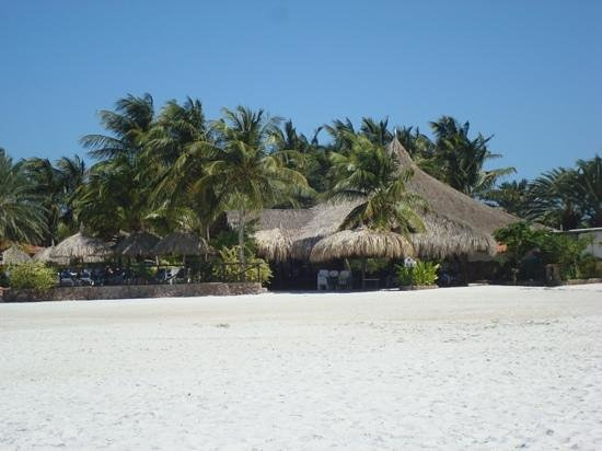 Punta Blanca Hotel : entrada desde la playa al restaurante hotel punta blanca
