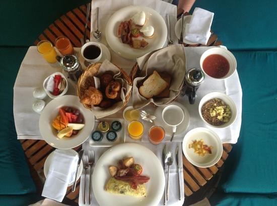Shanti Maurice - A Nira Resort:                   breakfast in villa