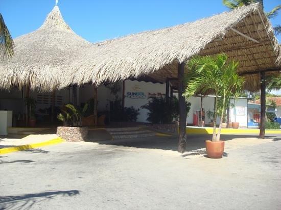 Punta Blanca Hotel : entrada Hotel Punta Blanca