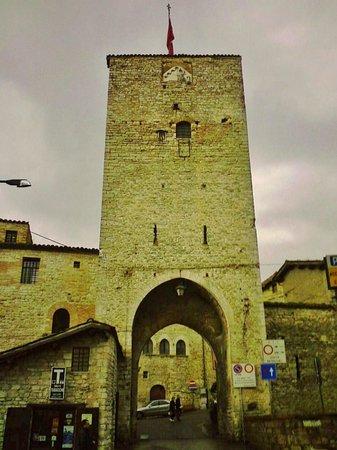 Museo Torre di Porta Romana: i colori della porta medievale