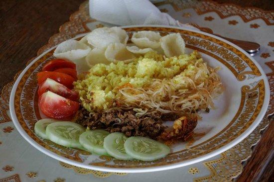 Kupa-Kupa Beach Cottages & Bar: Indonesische oder europäische Gerichte kommen frisch auf den Tisch.