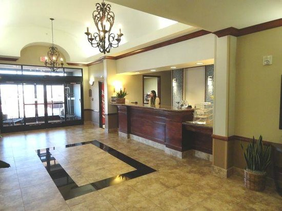 Holiday Inn Express & Suites Barstow-Outlet Center:                   Front Desk