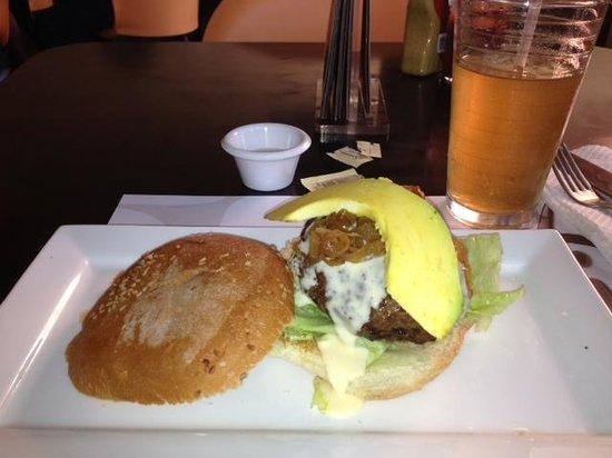 ARAXI Grill & Gourmet: una de sus hamburguesas (Araxi)