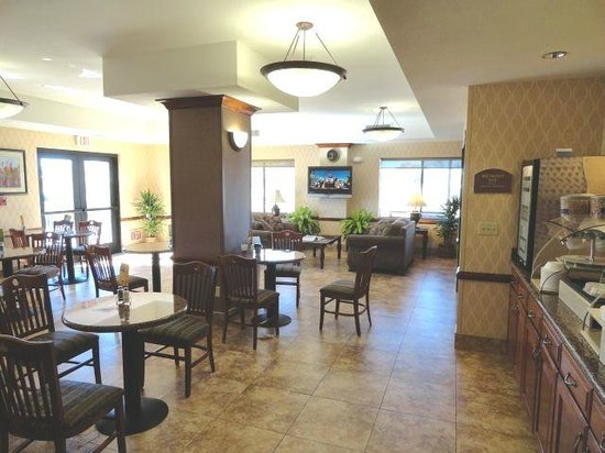 Holiday Inn Express & Suites Barstow-Outlet Center :                   Breakfast2
