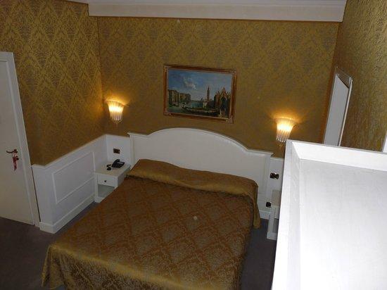 Duodo Palace Hotel: Chambre 1