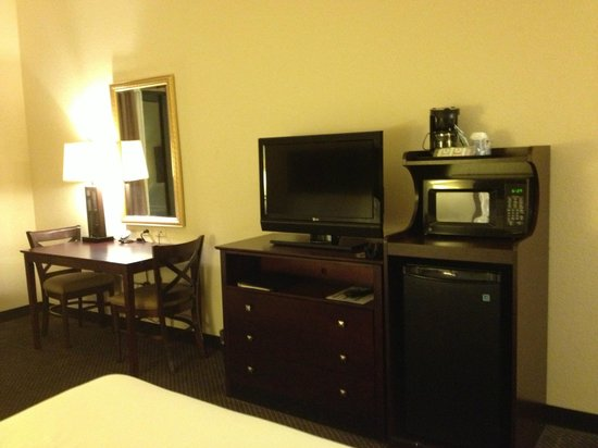 Holiday Inn Express Hotel & Suites Chicago Airport West: Room Amenities- TV, microwave,coffee maker, etc.