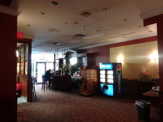 Chelsea Savoy Hotel: breakfast area
