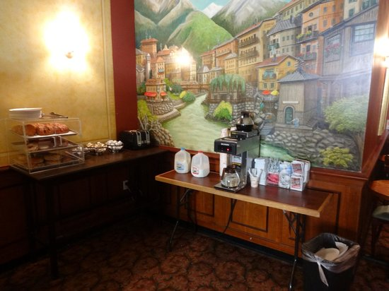 Chelsea Savoy Hotel: complimentary breakfast