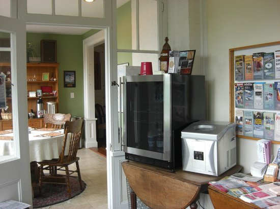 Saltair Inn Waterfront B&B: guest pantry