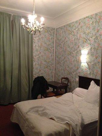 Hôtel Océanic : Une chambre rétro mais très propre.