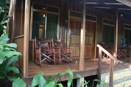 Laguna Lodge Tortuguero: outside of our cabin