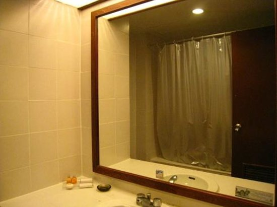 Mercure Chiang Mai: Bathroom.