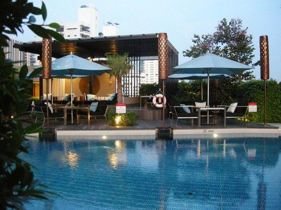 Sofitel Bangkok Sukhumvit: Pool area