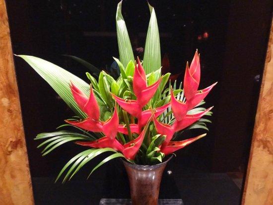 Hotel Grano de Oro San Jose:                   Flowers in lobby